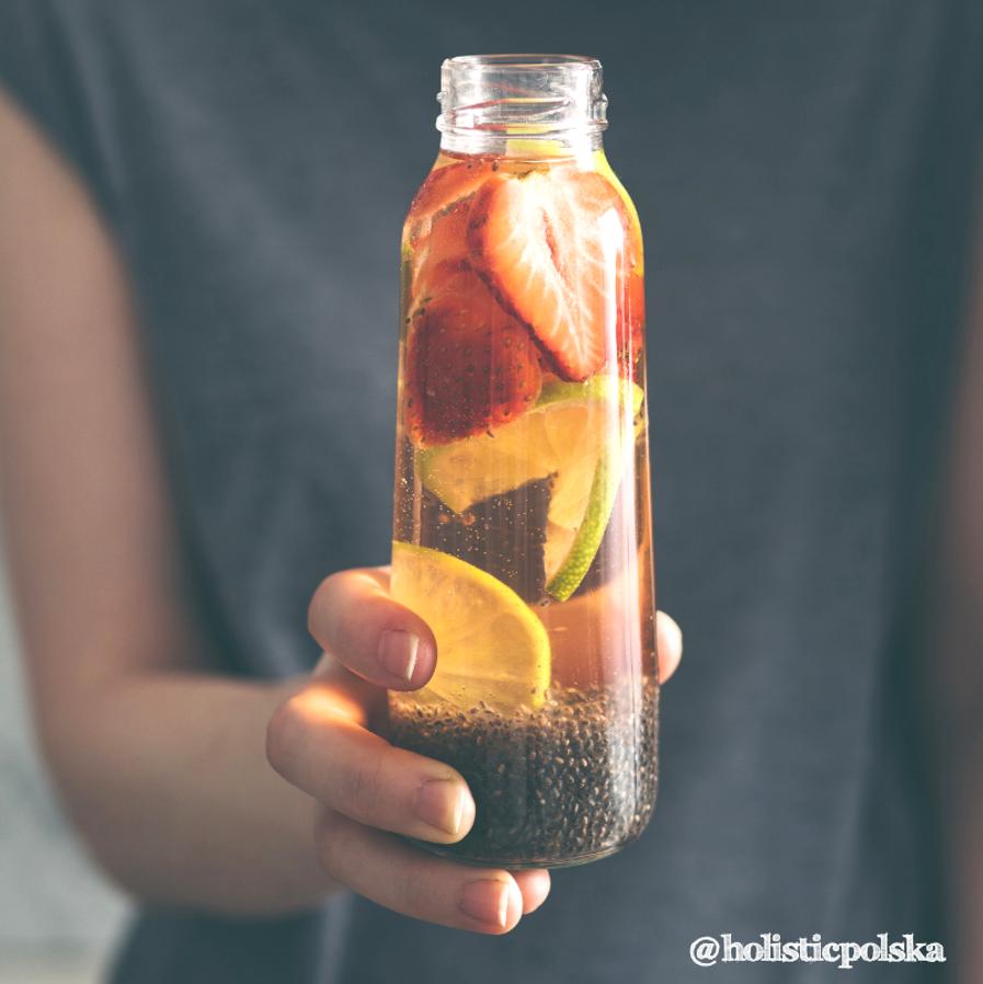 Odpowiednia ilość płynów latem to klucz do dobrego samopoczucia. Wybieraj wodę!