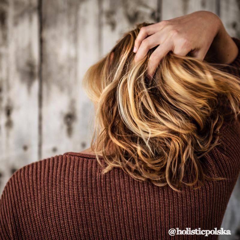 Stres może przyspieszać siwienie. Jak działa ten mechanizm i czy można mu przeciwdziałać?